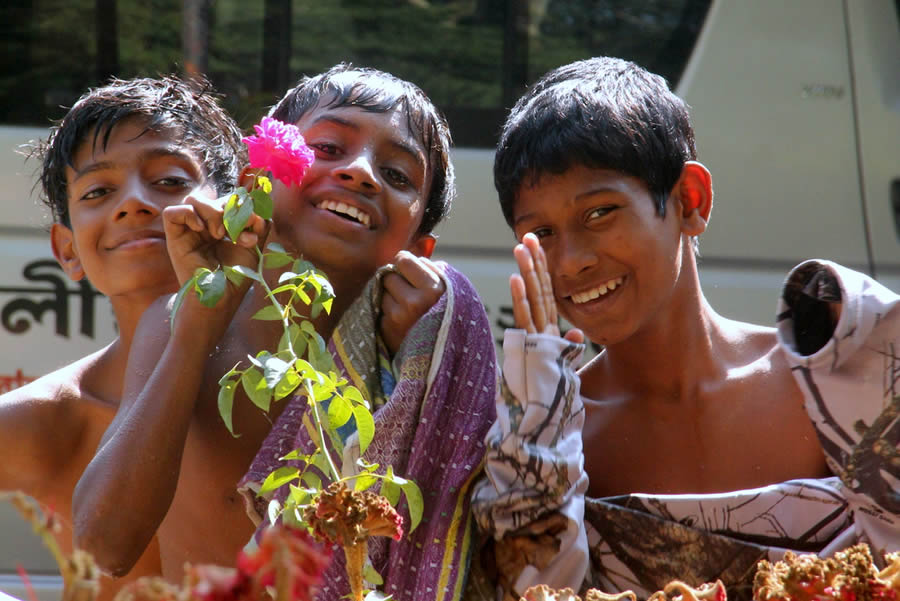 boys-smiling-with-flower